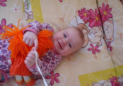 Kaip ugdyti kūdikį savarankiškai žaisti?