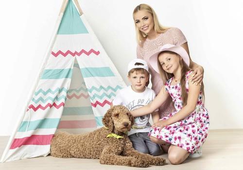 Goda Alijeva su vaikais įsiamžino vasariškoje fotosesijoje