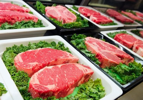 Mėsos gaminiai vaikams – į ką atkreipti dėmesį parduotuvėje?