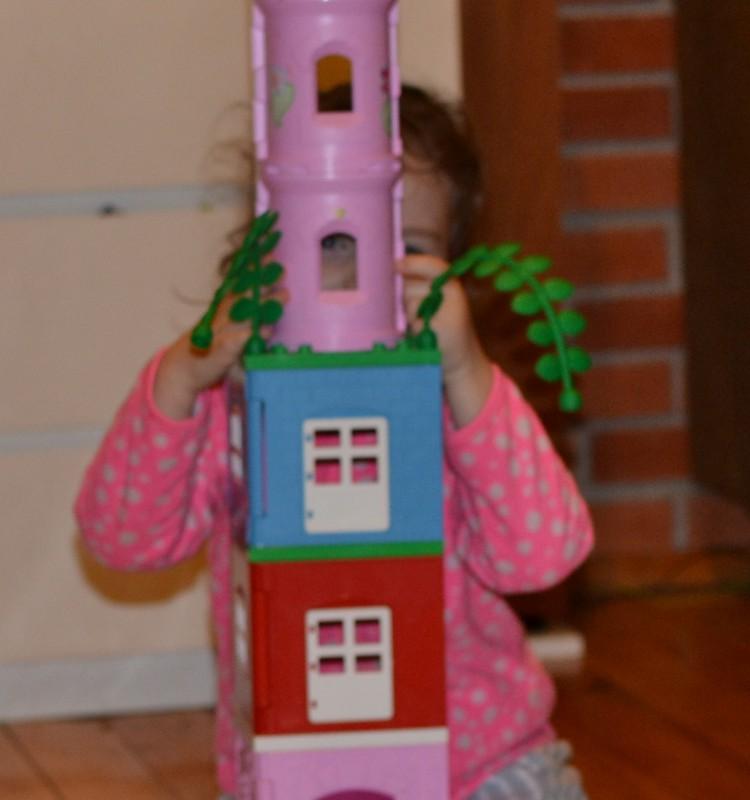 Izabėlė - auksaplaukė, įkalinta savo bokšte :)