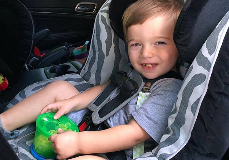 Ką mažyliui duoti gerti ir valgyti keliaujant?