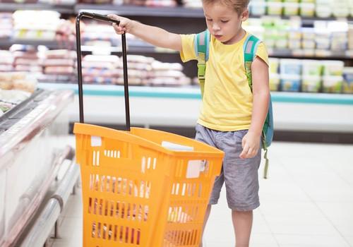 Kelionė į parduotuvę su vaiku: smagi pamoka ar košmaras tėvams?