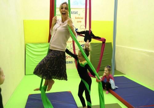 VIDEO: Oro akrobatika su Indre ir jaunosiomis atletėmis