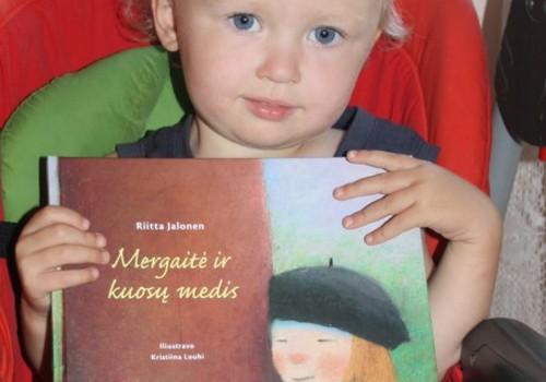 """Knyga """"Mergaitė ir kuosų medis"""" - apie tikras vertybes"""