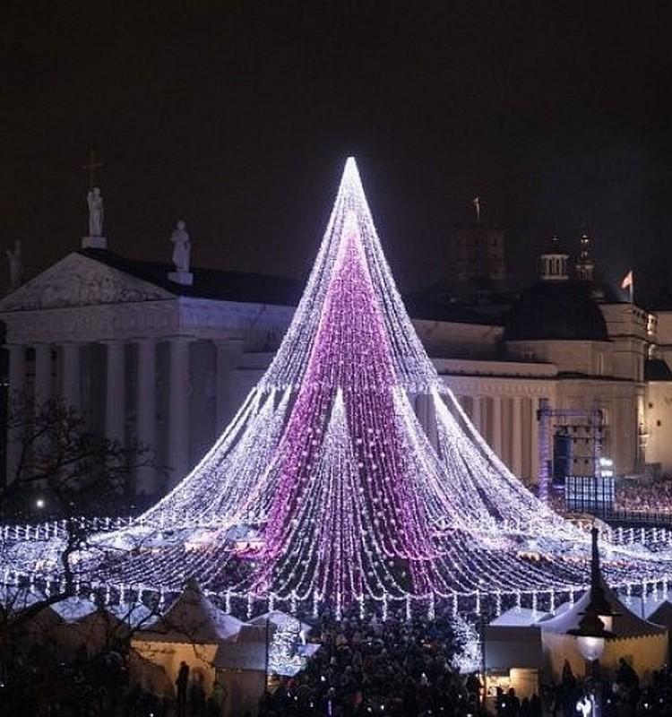 Kalėdų laukimas šiemet bus kitoks - eglučių įžiebimą stebėsime online