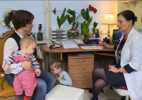 TV Mamyčių klubas 2016 02 20: apie kūdikių masažą, nagučių lakavimą ir vitamino D trūkumą