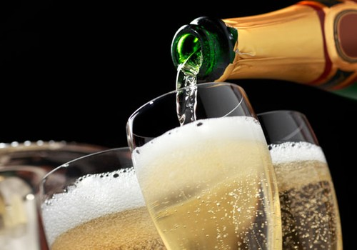 Kelsite šįvakar šampano taurę? 5 negirdėti faktai apie šį gėrimą
