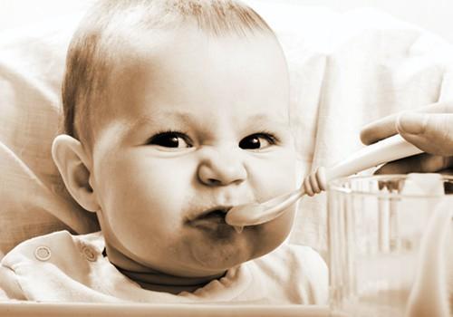 Kaip mažylį pripratinti valgyti mėsą?