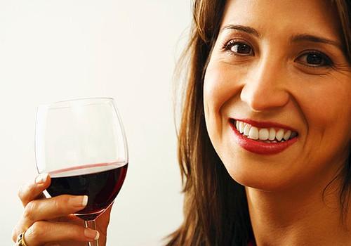 Ar galima paragauti alkoholio žindančiai mamai: akušerės patarimai