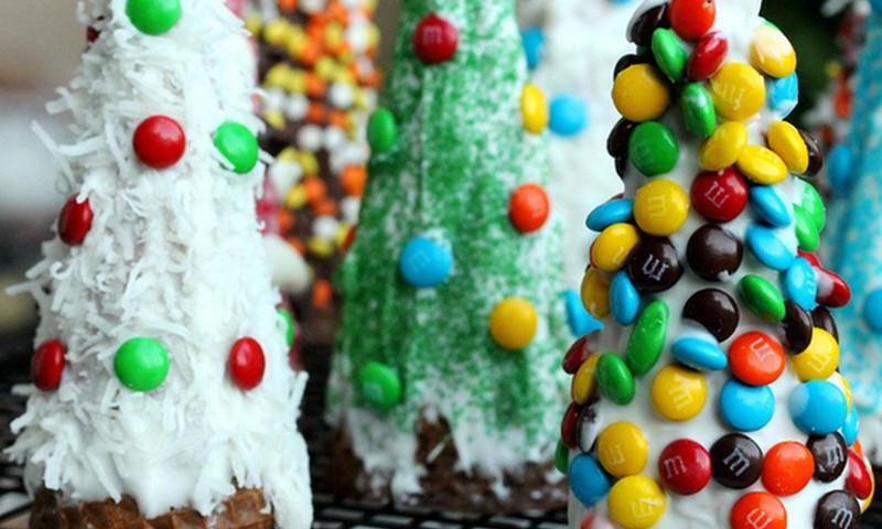 Atsargiai su kalėdinių saldumynų gausa vaikams!