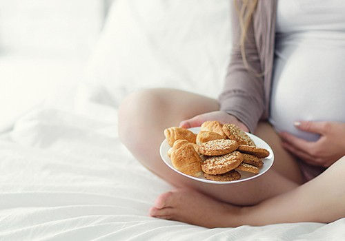 """Ar galima nėštukei valgyti """"greitą maistą"""": ginekologės komentaras"""