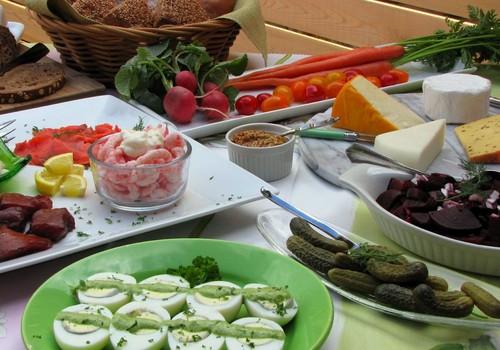 Keiskime požiūrį į šventines vaišes: patarimai, kaip nepersivalgyti