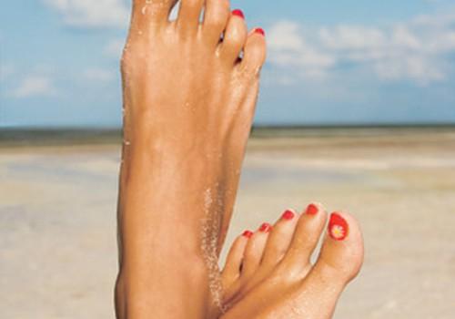 Kokia spalva lakuojate kojų nagus?
