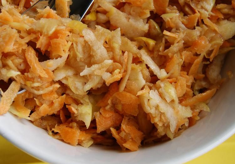 Užkandis iš obuolių ir morkų