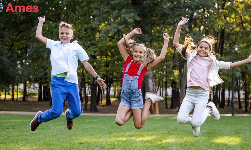 Investicija į vaikų ateitį: mokyklos suolą keičia tarptautinės stovyklos – pasimoko ir praplečia akiratį