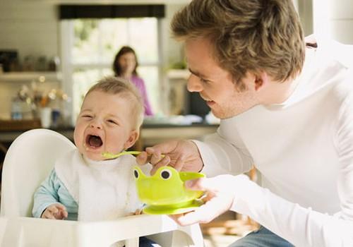 """Mažylis nevalgo košių - """"kalti"""" dygstantys dantukai?"""