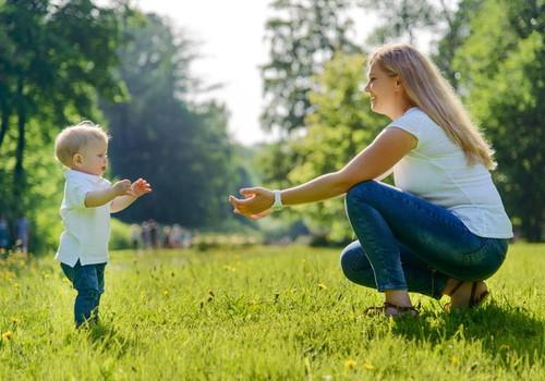 Kaip pastebėti, ar mažylis pribrendo pirmiems žingsneliams?