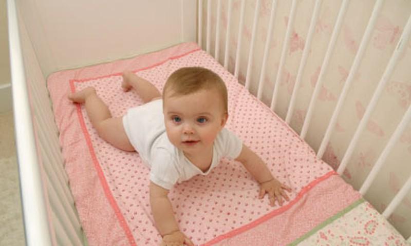 Kokią lovytę rinkti kūdikiui?