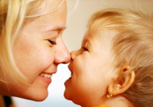 """Kūdikiai """"manipuliuoja"""" mamų šypsenomis"""