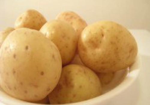 Šviežios bulvės tinka kūdikio primaitinimo pradžiai