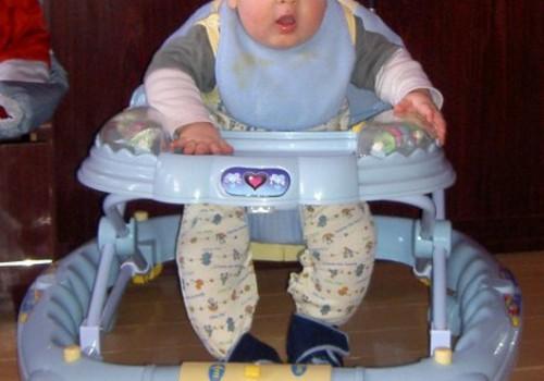 Vaikštynės: padeda ar trukdo išmokti vaikščioti