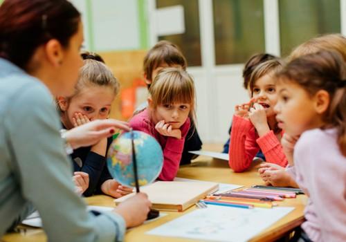 Visos dienos ugdymo modelis: nauda vaikams ar tik sprendimas užimtiems tėvams?