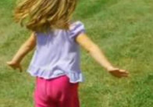 Trimetė dukrytė nori būti mažytė