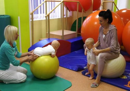 Pratimai, padėsiantys sustiprinti pirmuosius žingsnelius: pataria kineziterapeutai