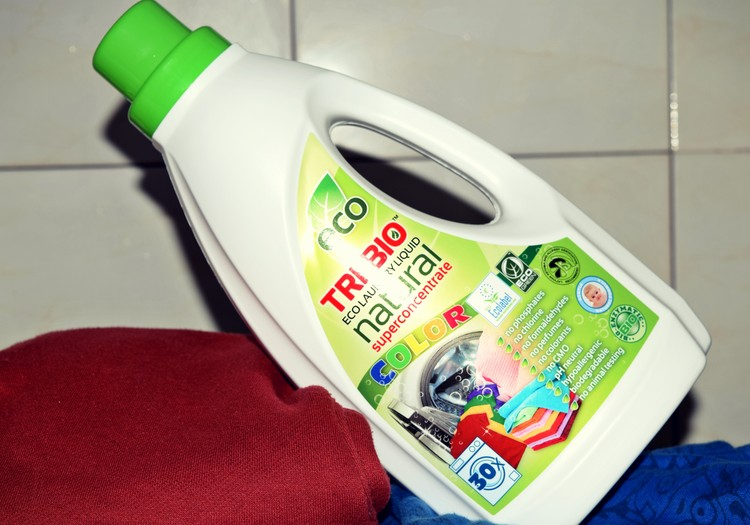 Bandau TRI-BIO produktus: skystas skalbiklis spalvotiems drabužiams