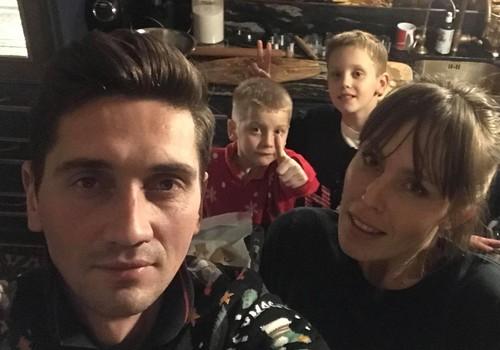 Vaidos Grikšaitės-Česnauskienės šeima žiemą pasitinka su megztomis kojinėmis ir bičių pikiu