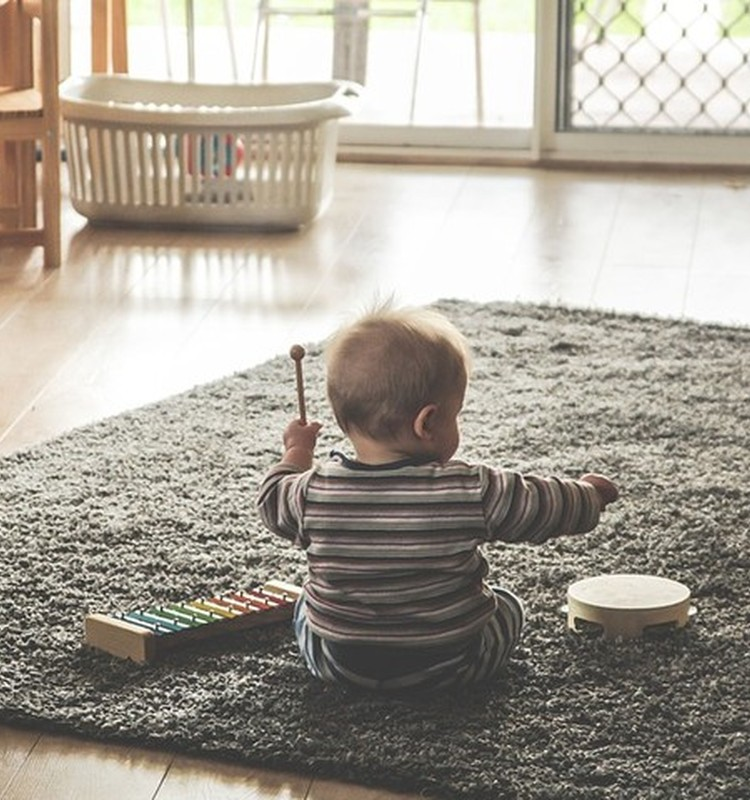 Kokia muzika tinka mažyliams?