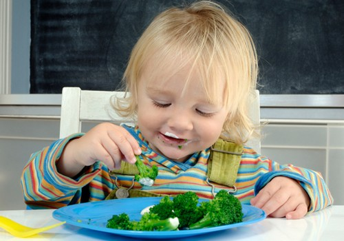 Kaip įkalbėti mažylį suvalgyti kokią nors daržovę?