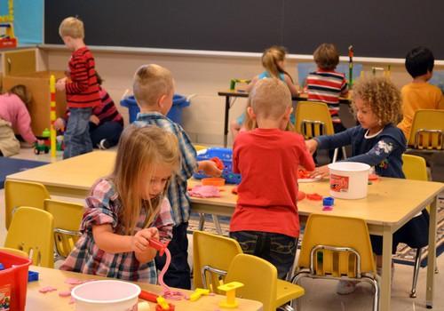 Jei vaikas pradės lankyti darželį pavasarį - mažiau sirgs?