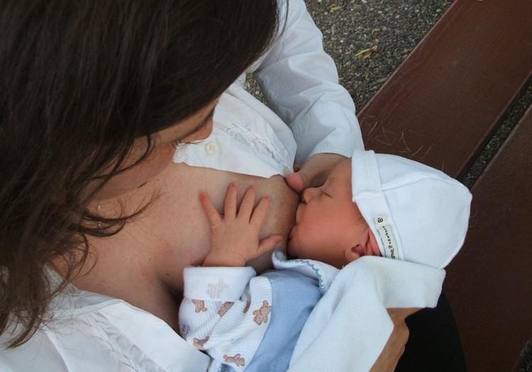 Akušerė Marija: Jei maitinsite kūdikį pagal režimą - pieno sumažės