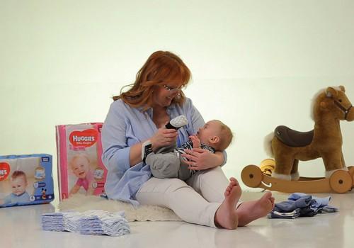 """VIDEO """"Kūdikis ant tavo rankų"""": išmokime teisingai keisti sauskelnes"""