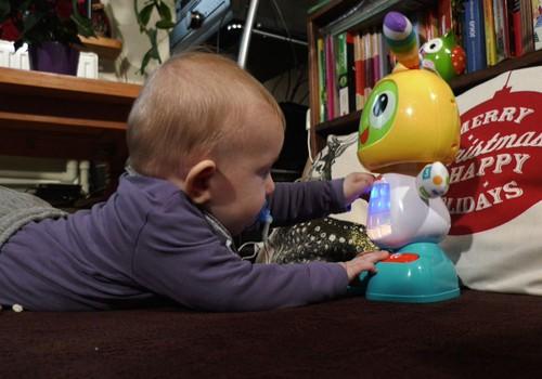 VIDEO: Super mažylio šeimos dovanos draugams