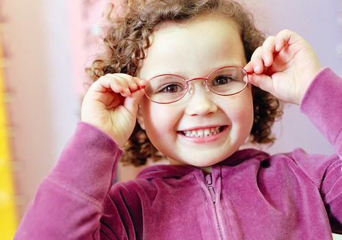 8 patarimai, kaip tinkamai prižiūrėti vaiko akis