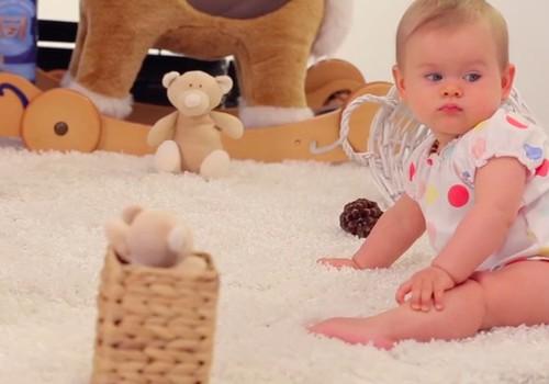 """VIDEO """"Kūdikis ant tavo rankų"""": keičiame sauskelnes sėdint/stovint"""