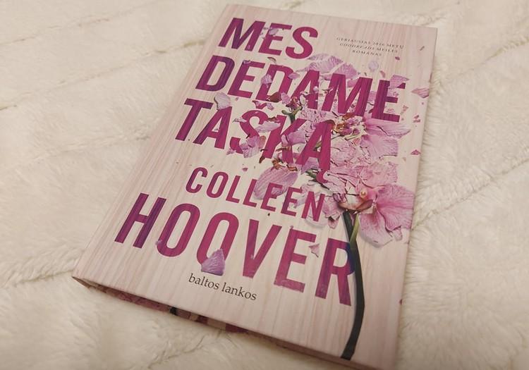 """Rekomenduoju neįprastą meilės romaną: Colleen Hoover """"Mes dedame tašką"""""""