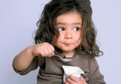 Vaikų mitybos ekspertas: nėra produktų, kurie vaikams pakeistų pieną