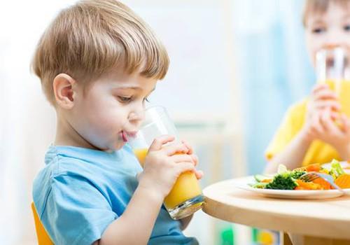 Trys žingsniai, kurie padės vaikams pamilti vaisius ir daržoves