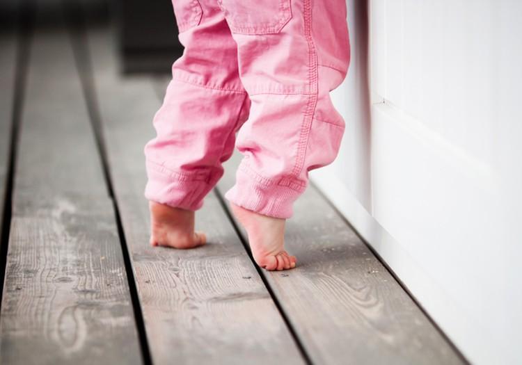 Mažylis vaikšto pasistiebęs: ar sumerimti?