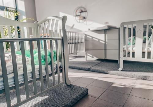 VIDEO patarimai, kaip išrinkti lovytę kūdikiui