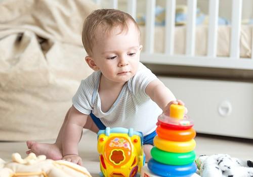 Kokie žaislai įdomūs vaikščioti pradėjusiam mažyliui?