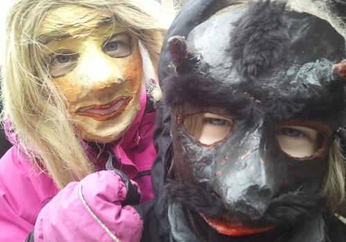 Kaip Eglė Skrolytė su vaikais žiemą Rumšiškėse varė