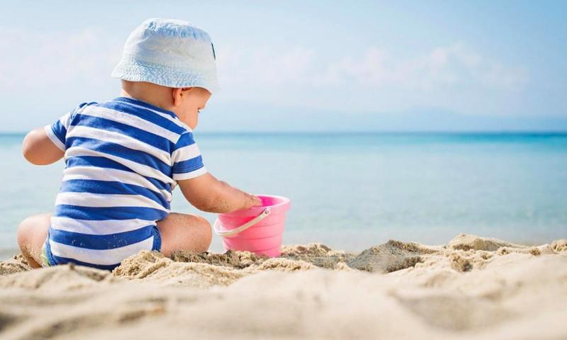Pirmoji pagalba vaikui persikaitinus saulėje