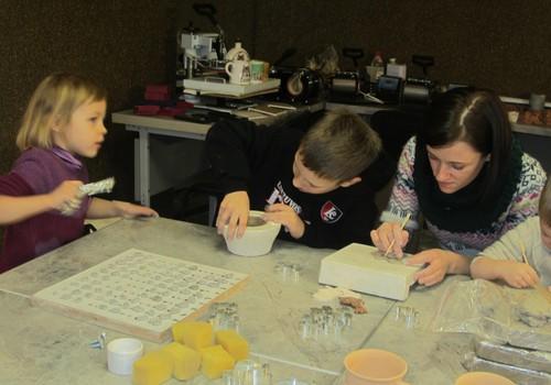 Šiandien, penktadienį, 17.30 val. renkamės į ADI keramikos studiją! Dar yra vietų!