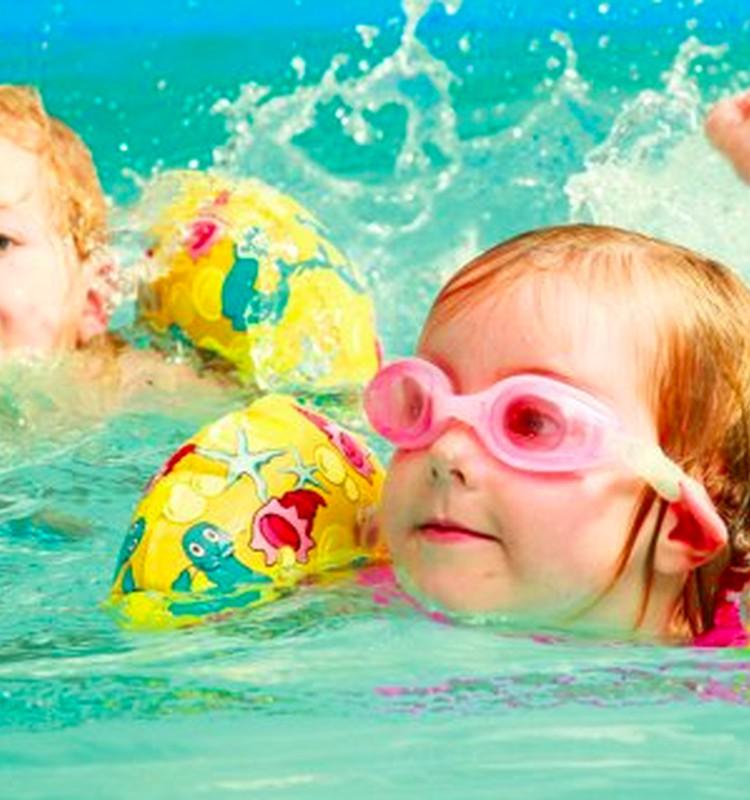 Kaip mokyti vaikus plaukti: 5 trenerio patarimai