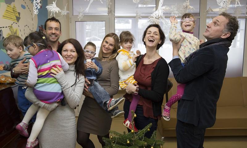 Garsūs aktoriai vilniečiams dovanojo kalėdines egles