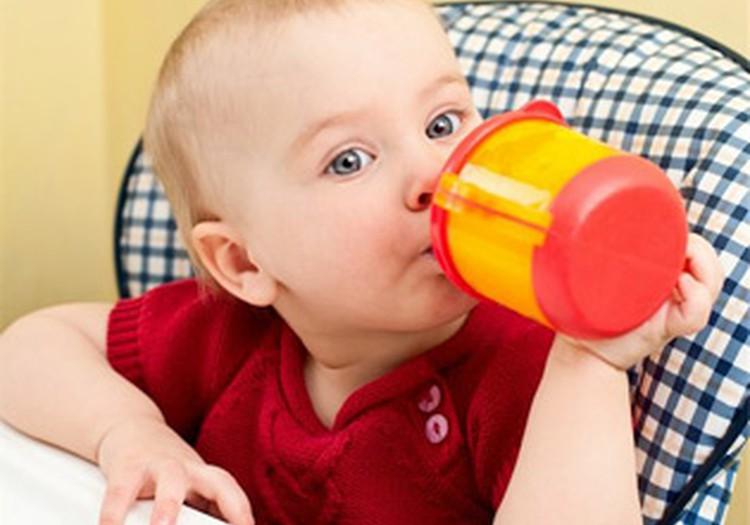 Kiek reikia išgerti skysčių per dieną mažyliui iki metų?